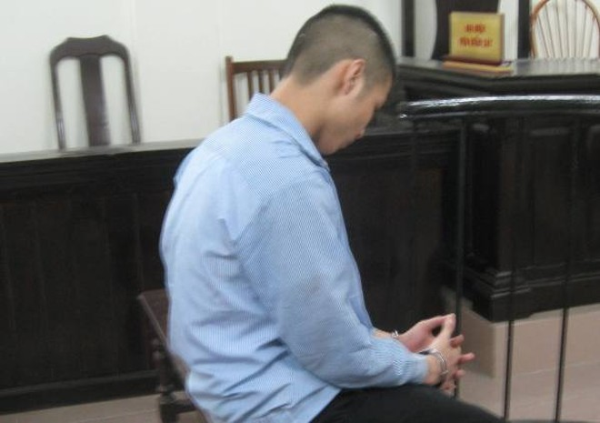 """""""Quan hệ"""" với bé gái, Nguyễn Ngọc Linh bị phạt tù"""