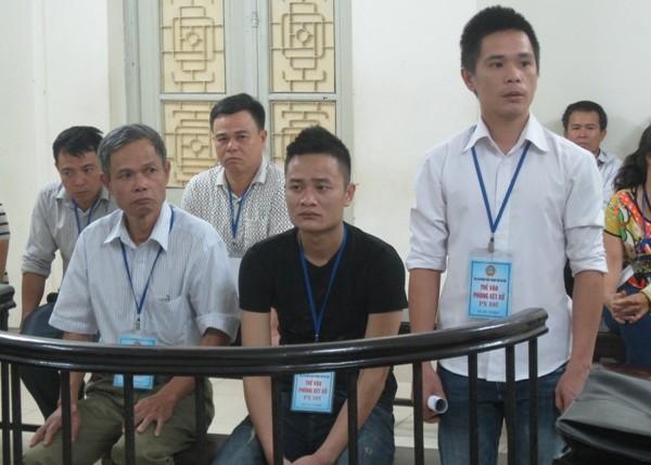 Các bị cáo trong vụ hủy hoại tường rào, tại phiên tòa phúc thẩm