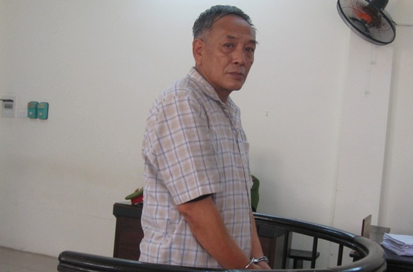 """Chuyên viên cao cấp """"rởm"""" - Nguyễn Văn Hạ tại phiên tòa"""