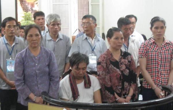 """Các bị cáo trong vụ án """"nấu cháo"""" tại UBND xã Liên Hiệp"""