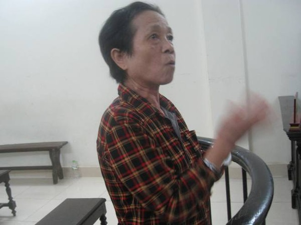 """Phạm Thị Thuận không ngừng """"chém gió"""" và nói năng lung tung tại phiên tòa"""