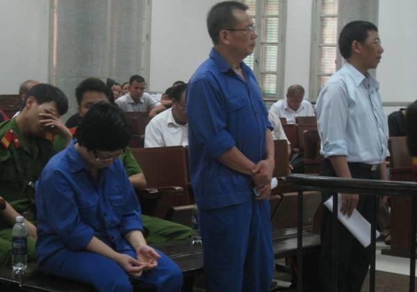 Bị can Châu Thị Thu Nga (bên trái) cùng 2 bị cáo trong vụ án