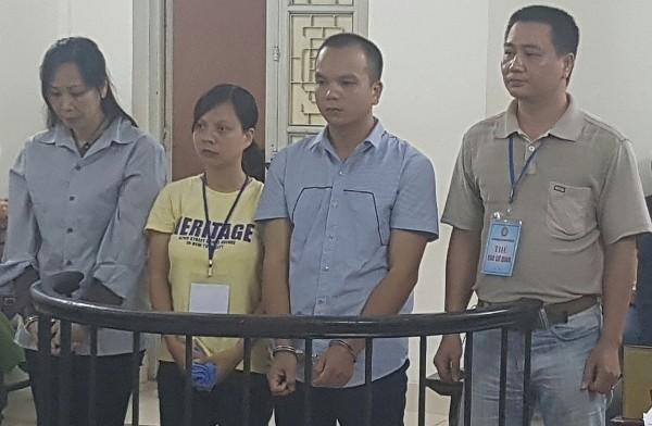 Vợ chồng Dương Diệu Thu (giữa) cùng đồng phạm tại phiên tòa