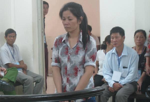 Trần Thị Kim Xuân bị đưa ra xét xử tại tòa