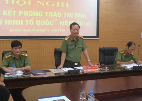 Đại tá Đoàn Ngọc Hùng - Phó Giám đốc CATP Hà Nội (giữa) chỉ đạo tại hội nghị
