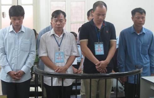 Nhóm cựu cán bộ xã, huyện ở Thạch Thất bị đưa ra tòa xét xử