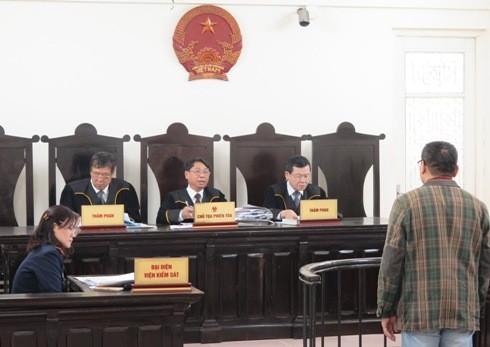 Thẩm phán Hà Nội chính thức mặc trang phục mới khi xét xử