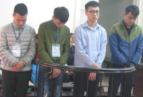 Nguyễn Tùng Dương (đeo kính) cùng các bị cáo liên quan