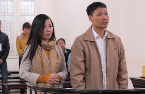 Nguyễn Thị Vân và bạn trai bị đưa ra tòa xét xử về tội cướp tài sản