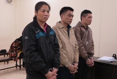 Cặp đôi buôn ma túy cùng bị cáo liên quan bị xét xử tại tòa