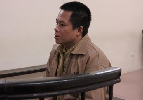 Trần Viết Hùng bị đưa ra tòa án xét xử