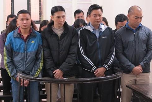 """Ổ nhóm """"móc túi"""" khách hàng tại Cây xăng Trần Khát Chân bị đưa ra xét xử"""