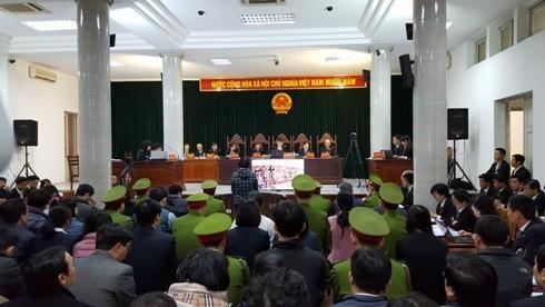 Toàn cảnh phiên xử sơ thẩm Hà Văn Thắm cùng đồng phạm