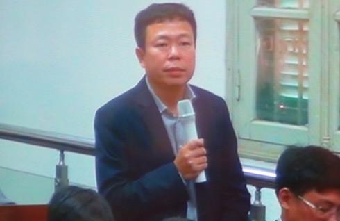 Ông Nguyễn Tuấn Hùng - đại diện PVEP trả lời thẩm vấn tại tòa