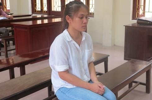 Bị thẩm vấn cả những điều không liên quan đến vụ án, bị cáo Trang nhiều lần bật khóc