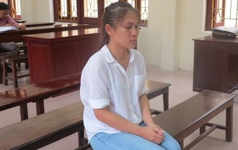 Bị cáo Lê Thị Trang trong lúc tòa nghị án