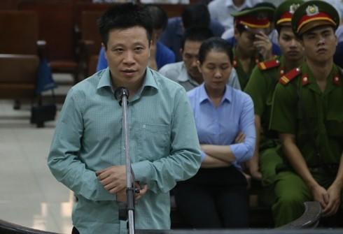 """Trước tòa, cựu Chủ tịch Oceanbank - Hà Văn Thắm """"tố tội cấp trên"""""""