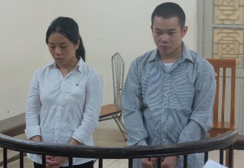 Cặp đôi vận chuyển trái phép chất ma túy bị đưa ra tòa xét xử
