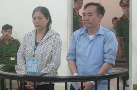 Vợ chồng bị cáo Trần Ngọc Hưng tại phiên tòa sơ thẩm, hồi tháng 4-2017