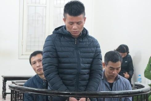 Các bị cáo trong vụ mua bán ma túy bị đưa ra xét xử tại tòa