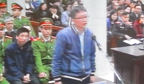 Tiếp đến, bị cáo Trịnh Xuân Thanh cũng lần lượt trả lời các câu hỏi của tòa án