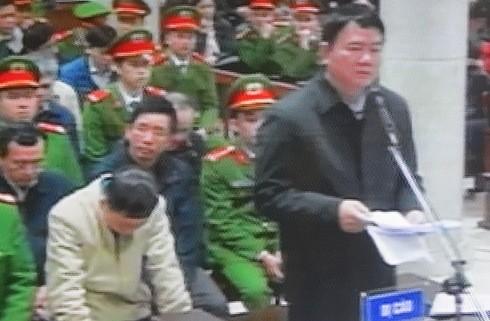 Bị cáo Đinh la Thăng - nguyên Chủ tịch HĐTV PVN tự bào chữa tại phiên tòa