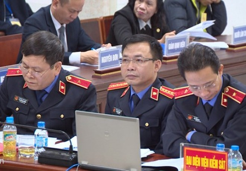 Ngay sau đối đáp, đại diện VKS tiếp tục lắng nghe phần trình bày của các luật sư