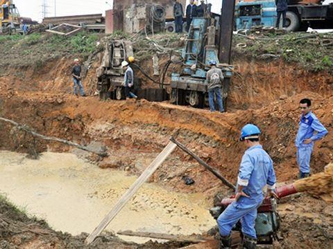 Đường ống nước sông Đà liên tục vỡ khiến đời sống của hàng nghìn hộ dân gặp khó khăn