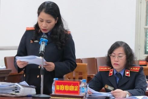 Đối đáp tại phiên tòa, đại diện VKS giữ nguyên quan điểm truy tố các bị cáo