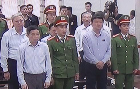 Bị cáo Đinh La Thăng và đồng phạm tại phần thủ tục phiên tòa