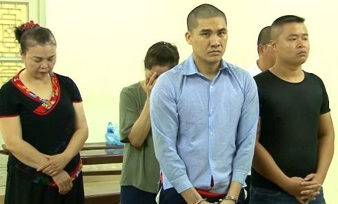 Nhóm tội phạm bắn người trên phố bị đưa ra tòa xét xử.