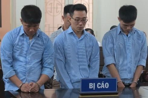 Ổ nhóm trộm cắp và tiêu thụ xe máy bị đưa ra xét xử tại phiên tòa.