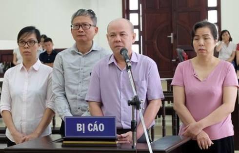 Bị cáo Đinh Mạnh Thắng (đeo kính) và đồng phạm tại phiên tòa phúc thẩm.