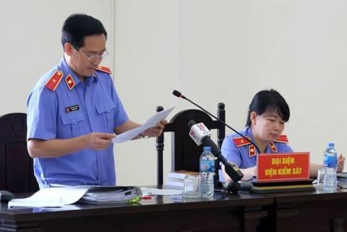 Đại diện VKSND Cấp cao tại Hà Nội bày tỏ quan điểm về vụ án.