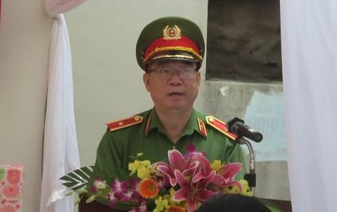 Thiếu tướng Đinh Văn Toản phát biểu tại buổi lễ Bàn giao nhà tình nghĩa cho thân nhân liệt sỹ.