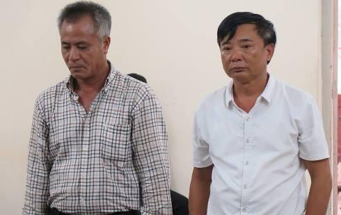 Hai bị cáo bị đưa ra xét xử tại phiên tòa.