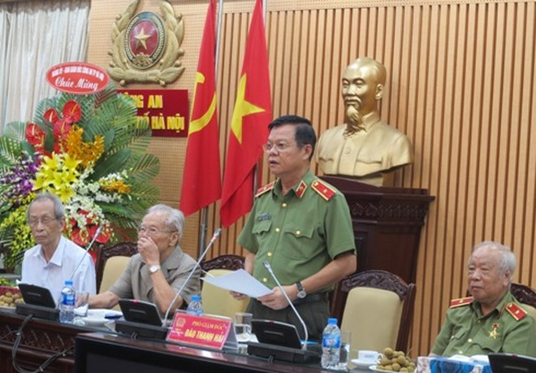 Thiếu tướng, Phó Giám đốc CATP Đào Thanh Hải phát biểu tại buổi gặp mặt các cán bộ CATP Hà Nội thời kỳ kháng chiến chống Pháp.