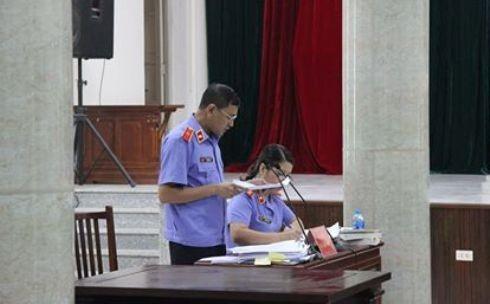 Đại diện VKSND TP Hà Nội thực hành quyền công tố tại phiên tòa.