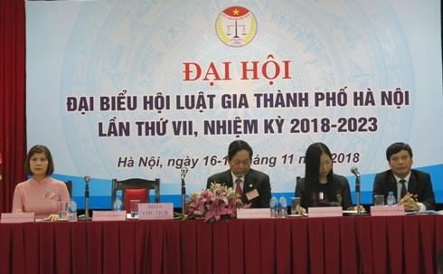 Đoàn chủ tịch Hội Luật gia TP Hà Nội điều khiển Đại hội Đại biểu nhiệm kỳ 2018-2003.