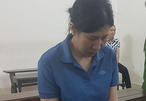 """""""Nữ quái"""" cầm đầu đường dây mua bán phụ nữ Phạm Thị Liên tại phiên tòa."""
