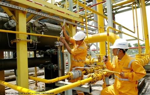Người lao động ngành Dầu khí luôn nỗ lực để hoàn thành xuất sắc các nhiệm vụ.