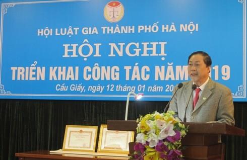 Ông Nguyễn Hồng Tuyến - Chủ tịch Hội Luật gia TP Hà Nội trình bày báo cáo tổng kết công tác năm 2019.