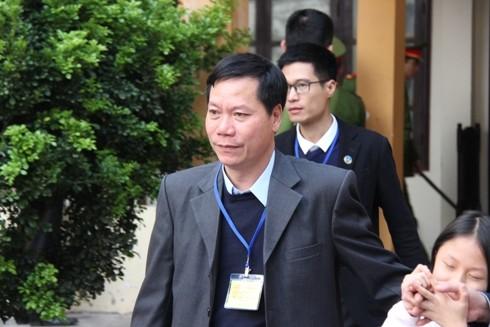 Bị cáo Trương Quý Dương - cựu Giám đốc BV Hòa Bình đến hầu tòa