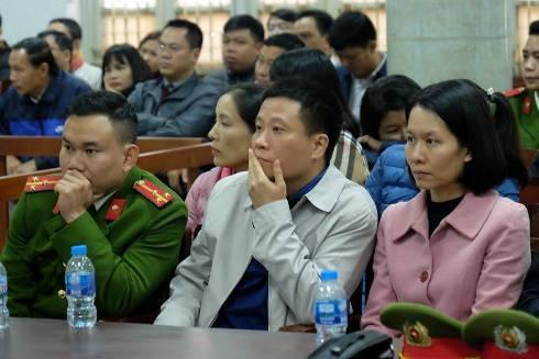Bị án Hà Văn Thắm và Nguyễn Minh Thu đến tòa với tư cách cá nhân liên quan.