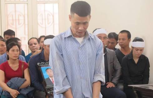 Trần Trọng Quynh bị đưa ra tòa xét xử.