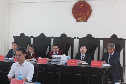 HĐXX sơ thẩm vụ án do Thẩm phán Vũ Quang Huy làm chủ tọa.