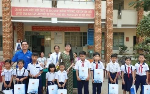 Vietsovpetro tặng quà cho học sinh vùng khó khăn
