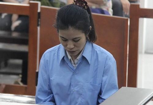 Cựu nữ giáo viên mầm non Quách Huyền Chi bị đưa ra tòa xét xử.