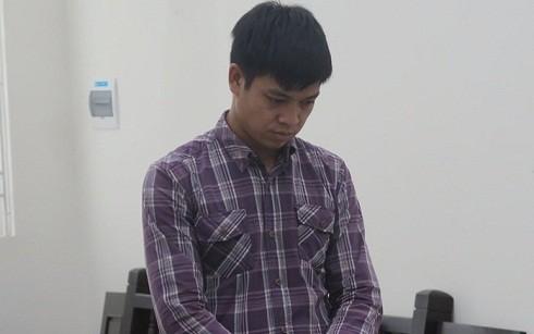 Đinh Văn Lĩnh bị đưa ra tòa xét xử.