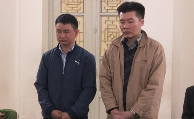 Phạm Chí Thanh (bên phải) và đồng phạm tại phiên tòa sơ thẩm, hồi đầu năm 2019.